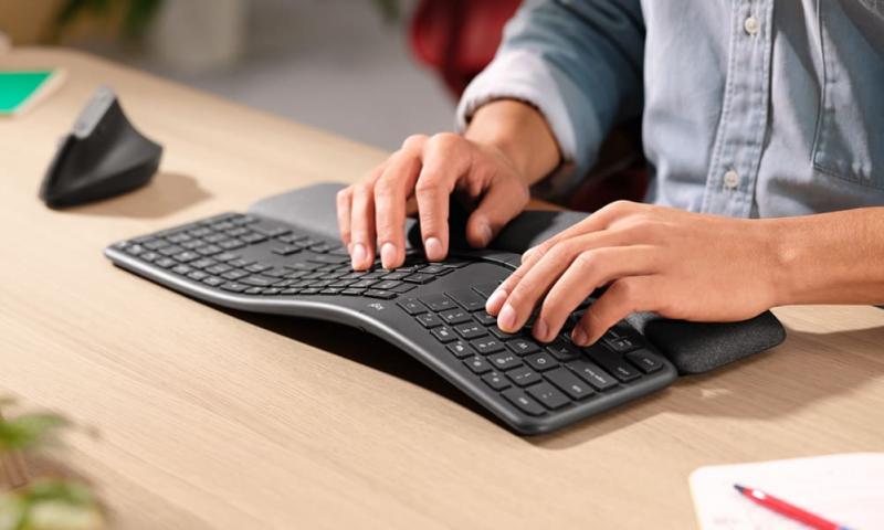 Ergonomiczna klawiatura i bezwzrokowe pisanie - rozwój uważności i uwalnianie od napięć