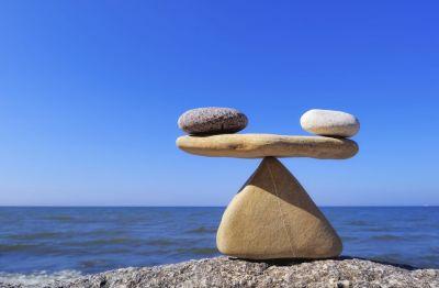 Wartość zrównoważonego umysłu w kontekście medytacji Vipassana